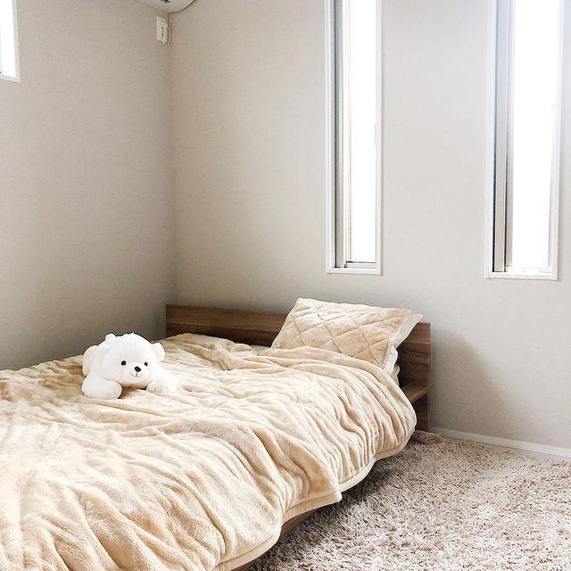 背の低いベッド