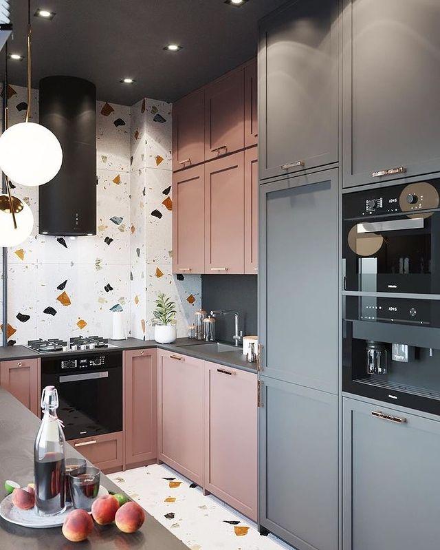 白×ピンク×グレーのキッチン