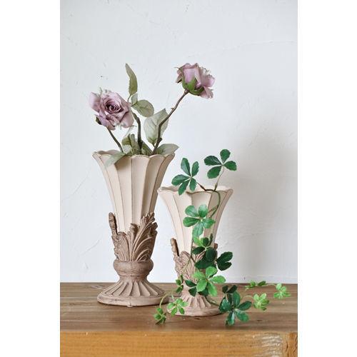 デコラティブなデザインの花瓶