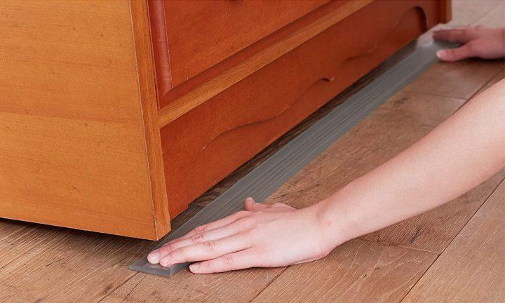 家具の下に敷くシートを入れる