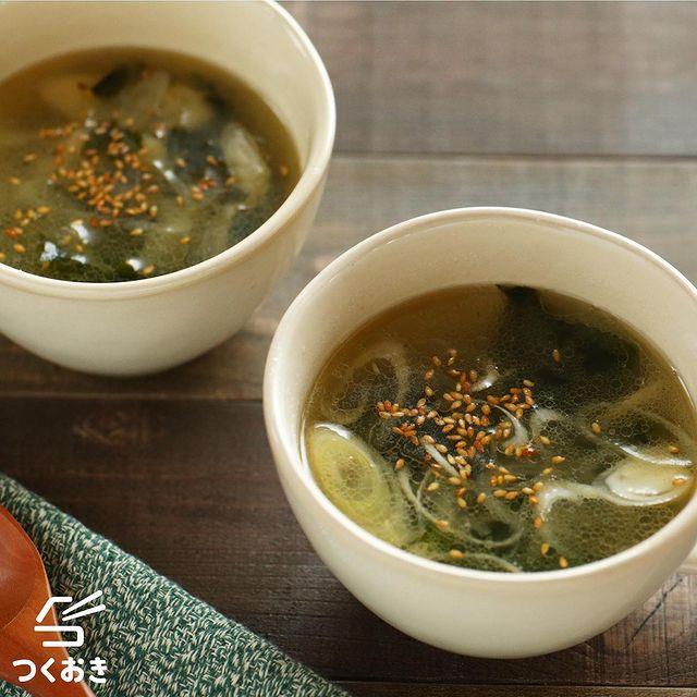 シンプルにわかめと長ねぎのスープ