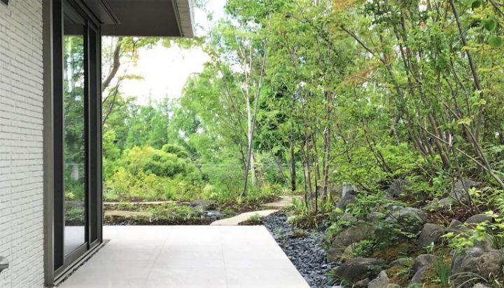 広大な敷地を活かした和風の庭