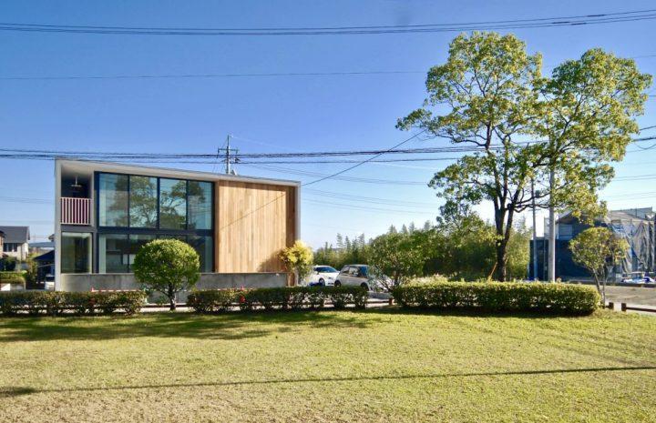 大きな窓で開放感のある和モダンな外観住居