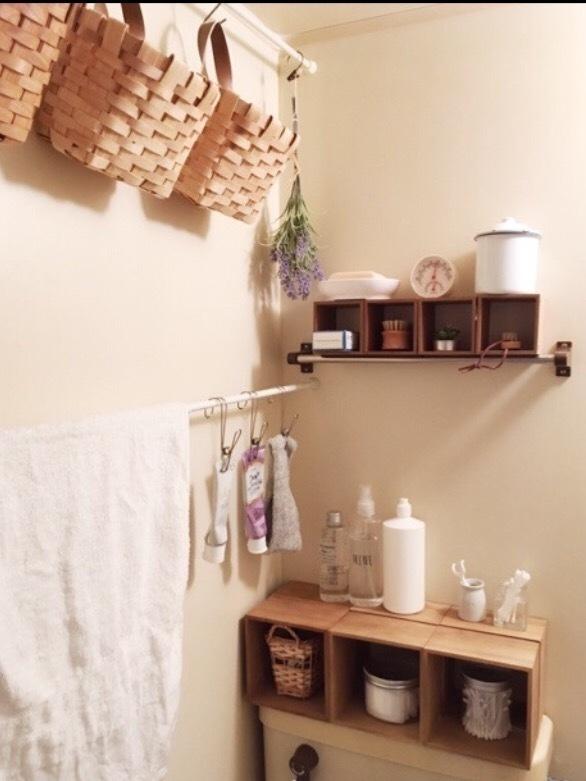 突っ張り棒で作った洗面所の壁面収納