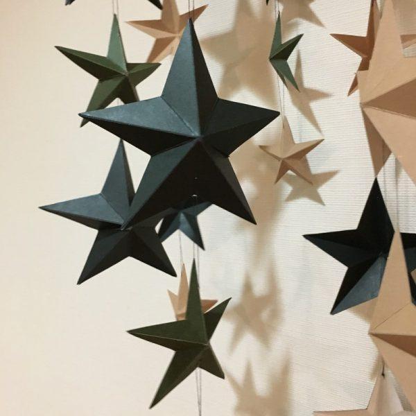 立体星ガーランドを使った飾り付けアイデア