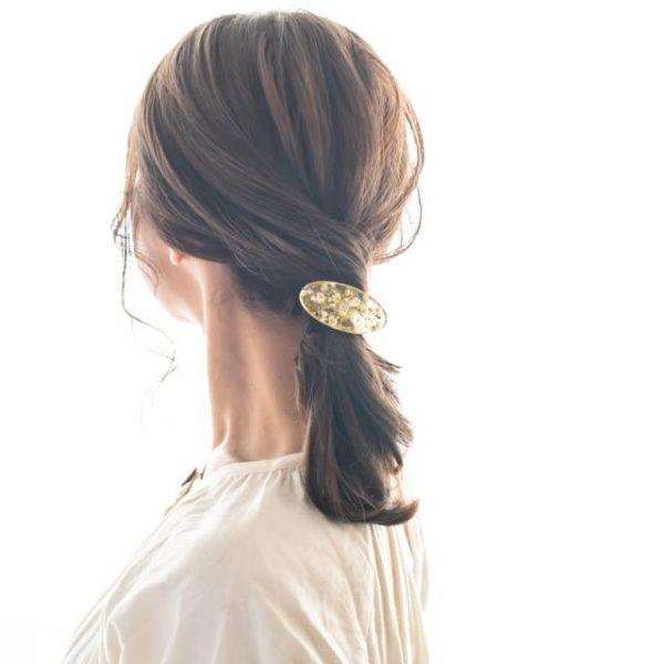 ストレートヘアの簡単まとめ髪