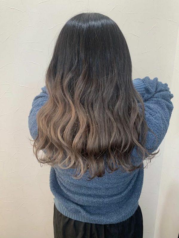 黒髪ベースのアシメグラデーションカラー