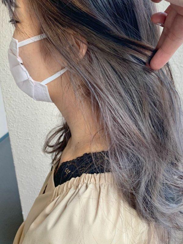 グレー系暗色髪に◎ホワイト系インナーカラー