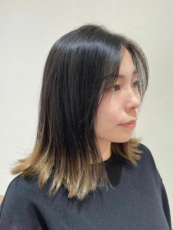 黒髪ベースこそ映える裾グラデーションカラー