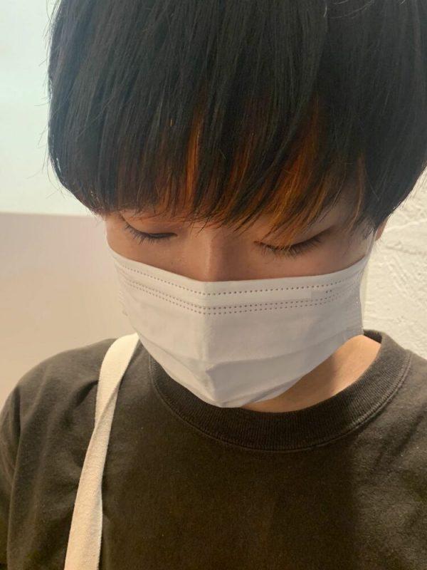 オレンジで華やかな長め前髪インナーカラー
