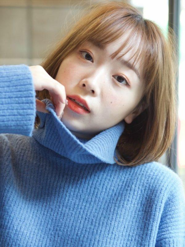 丸顔に似合う前髪あり韓国風のワンレンボブ