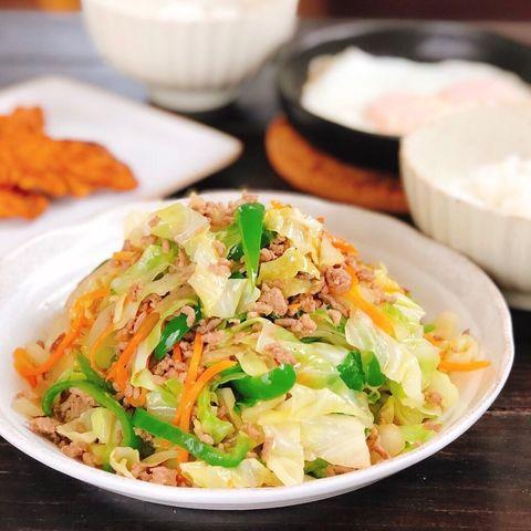 ピーマン、キャベツ、人参、ひき肉、野菜炒め。