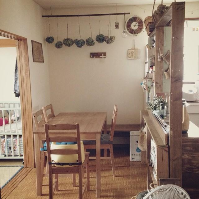 長椅子が可愛いダイニングキッチンレイアウト