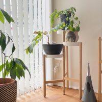 観葉植物のある暮らしが理想。センスの良い【花台】でおしゃれ空間に