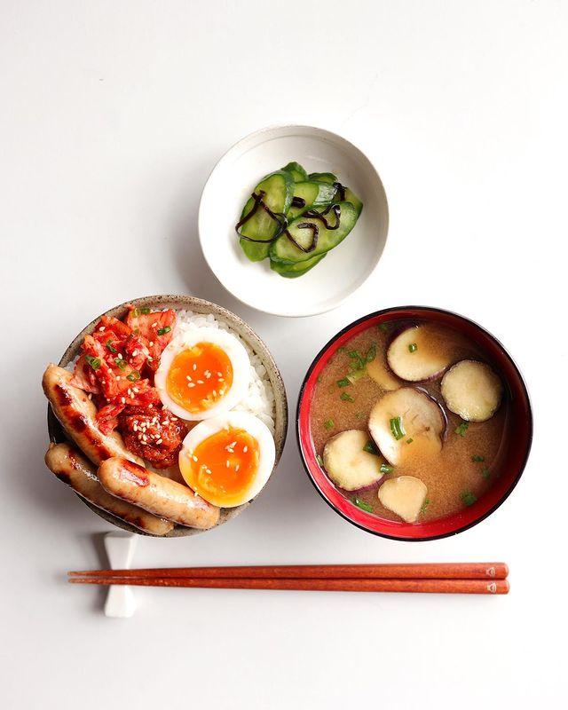 キムチと卵のウインナー丼