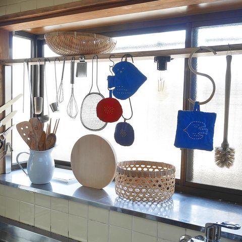 小物を吊るす調理道具収納
