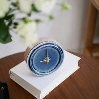 陶器×天然木の「置き時計」。繊細な感覚を毎日楽しめる!