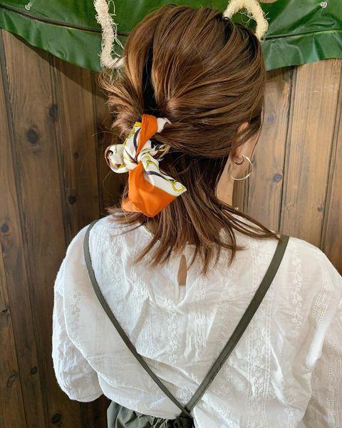 簡単でおしゃれなスカーフヘアアレンジ