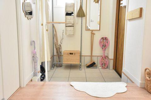 かごや吊るし収納で玄関もすっきり