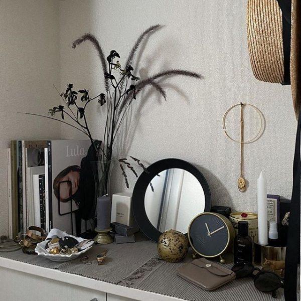 こなれたおしゃれな玄関におすすめの置き型鏡