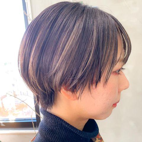 髪色に馴染むナチュラルなインナーカラー