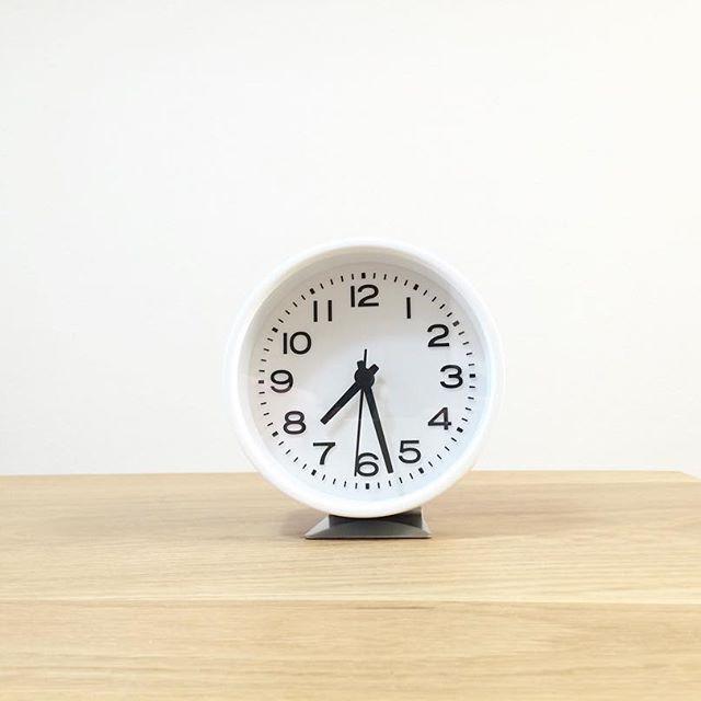 無印ブランドのアナログ置き時計