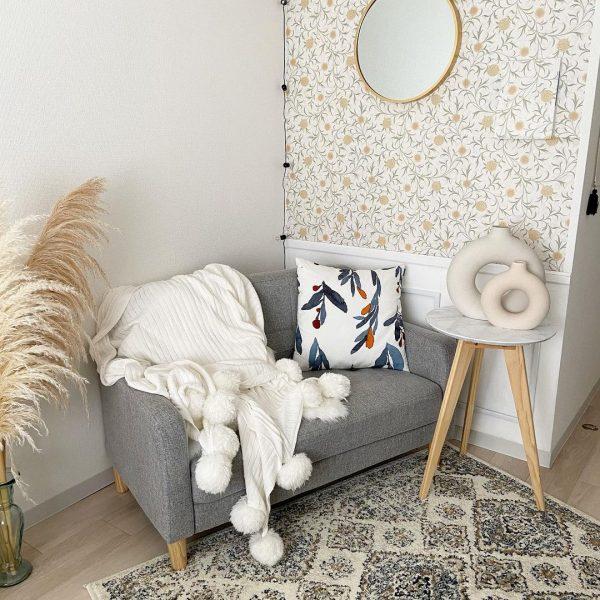 壁紙を貼り、家具もプチリメイクf