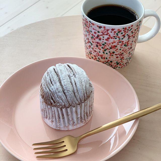イッタラのティーマパウダーのケーキ皿