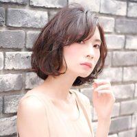 【40代】おでこが広い女性に似合う髪型16選。小顔見えが叶う前髪って?