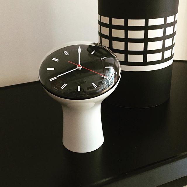 セクティコンのアナログ置き時計