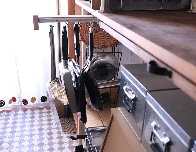 手作りカウンターにかける調理器具収納