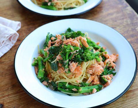 焼き鮭と菜の花の塩オイルパスタ