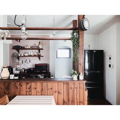 カフェ風のカウンターが目を引くキッチン