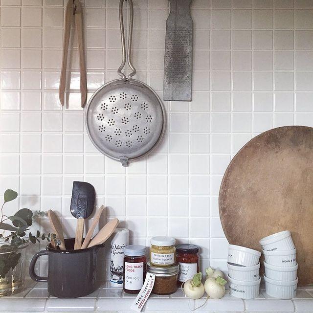 アンティークのキッチン道具をディスプレイ