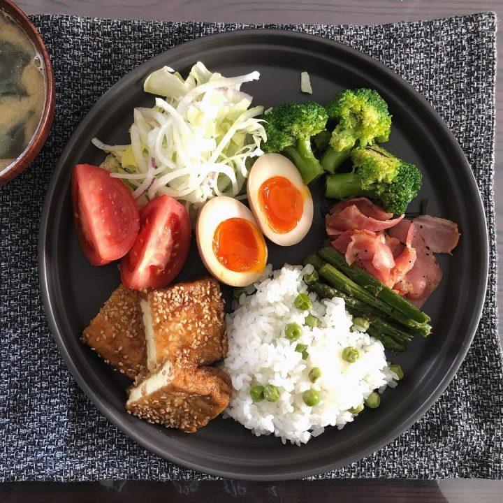 いつもの料理が映える、おしゃれなお皿