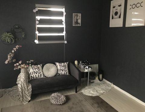 黒ベースにするモダンな部屋