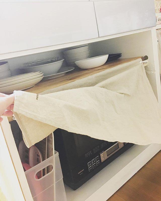 レンジ上の隙間にラックを作って大皿を収納