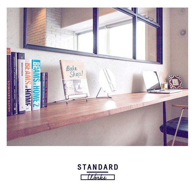 窓下を利用した書斎スペース