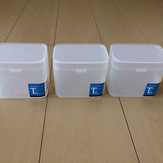 セリアのコンパクトな蓋つき容器