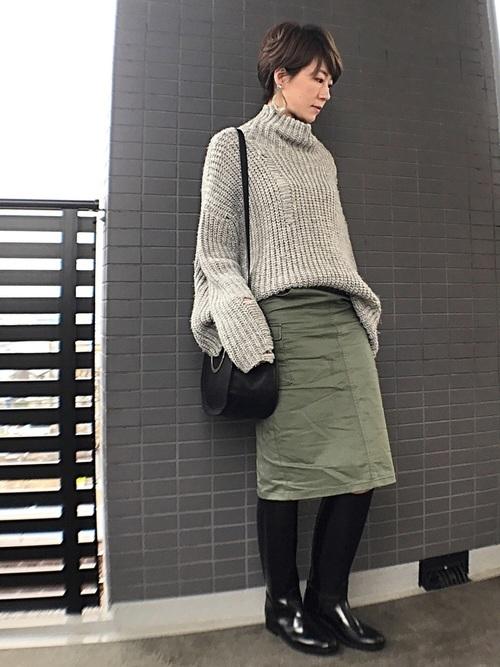 ローゲージニット×スカートの雨の日コーデ