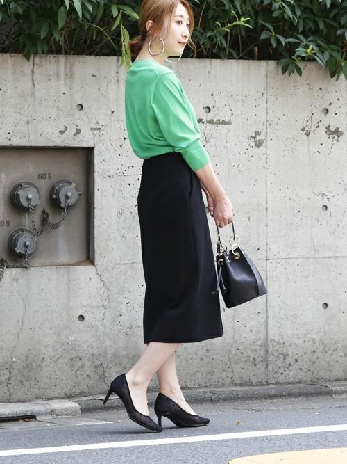 黒タイトスカート×カーディガンの夏コーデ