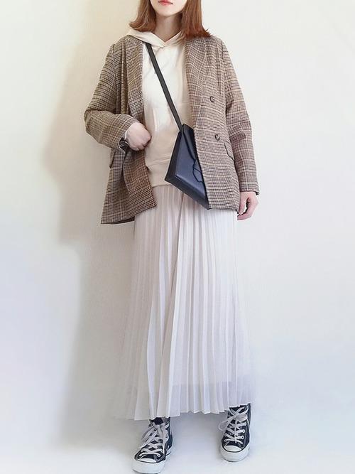 ユニクロの白プリーツスカート③