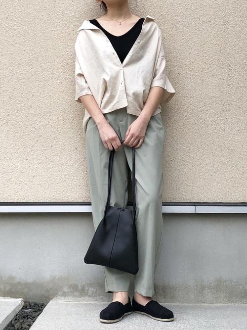 GUオープンカラーシャツの抜き襟コーデ