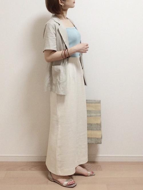 白タイトスカート×キャミソールの夏コーデ