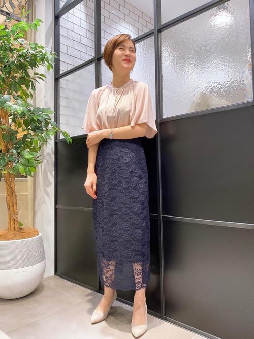 青レースタイトスカート×ブラウスの夏コーデ