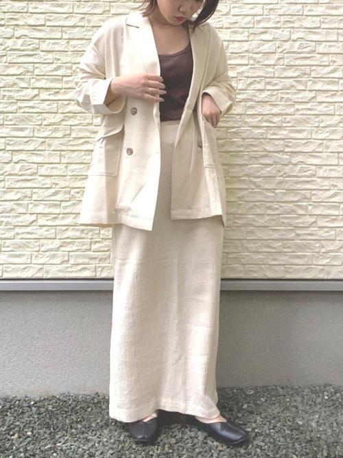 白タイトスカート×ジャケットの夏コーデ