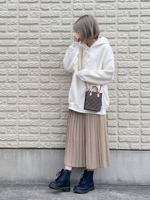 ユニクロのベージュプリーツスカート④