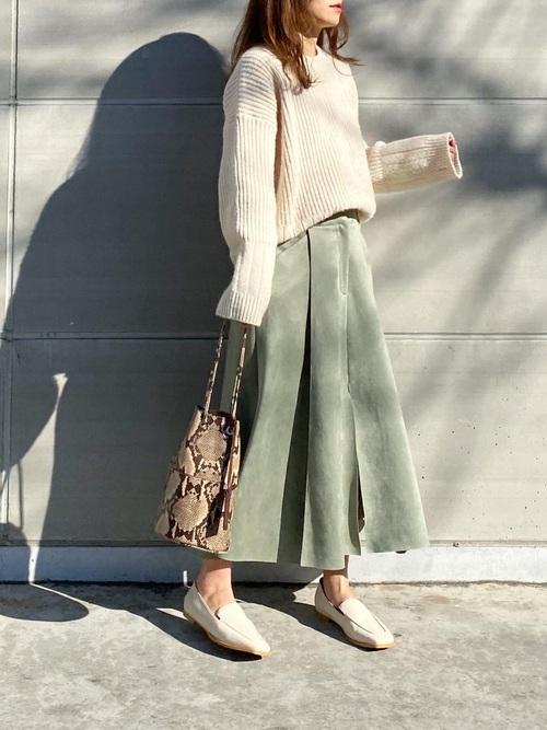 ZARAのグリーンスエードスカート