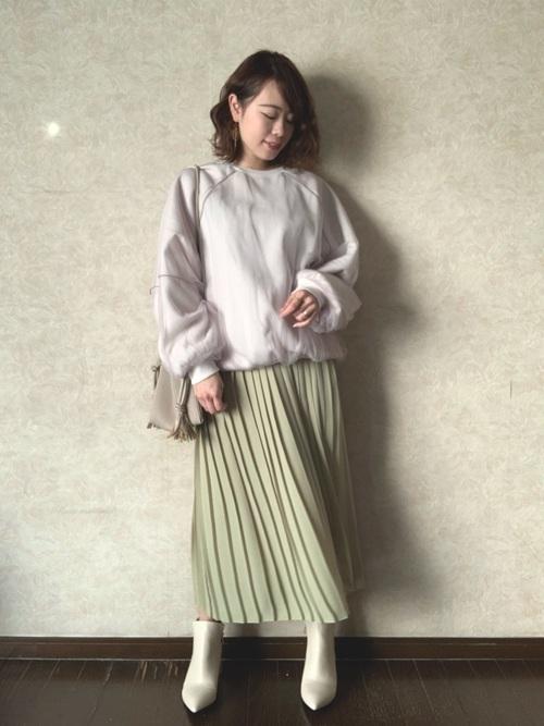 ユニクロのライムイエロープリーツスカート