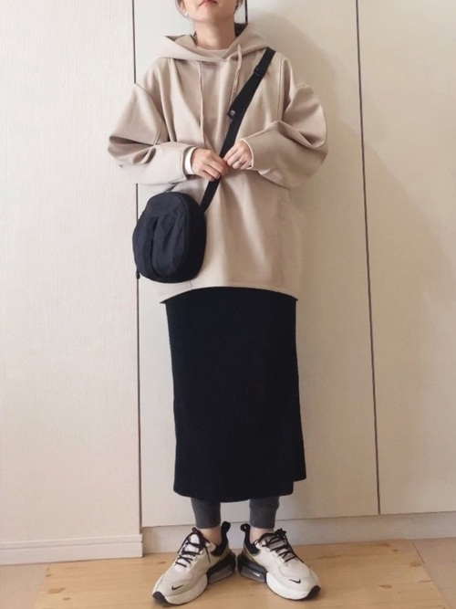 ユニクロの黒タイトスカート
